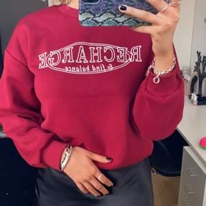 Sweatshirt från Gina Tricot i storlek XS.