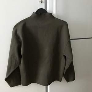 Säljer min fina, sköna tröja från weekday!! Såååå fin krage och färg!! Super mjuk och som ny!