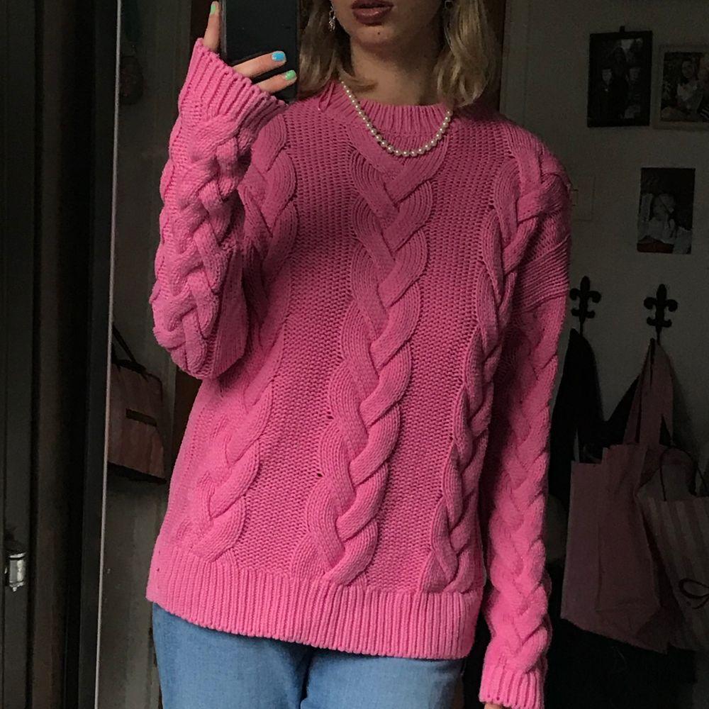 Rosa stickad tröja från Cubus. Jättegullig men har inte kommit till användning så mycket på senaste. . Stickat.