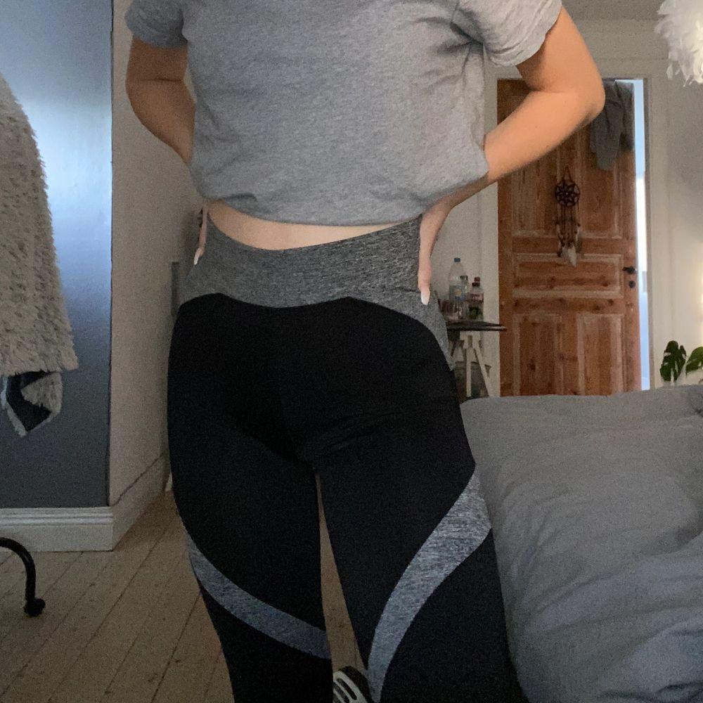 Använda bubbelroom sport tights med storlek S  Slutsålda på hemsidan. Jeans & Byxor.