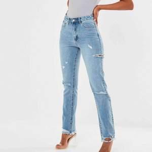 Oanvända jeans från missguided då det va för stora! Alla lappar är kvar, enbart testade! Frakt tillkommer.  Har även ett par i strl 34 som är använda en gång. 200kr för dom!  34orna sålda