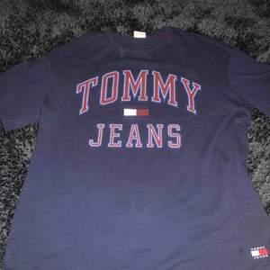 Tommy t-shirt  Bra skick  Kan posta
