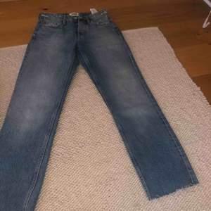 Raka jättesnygga jeans från zara aldrig använda