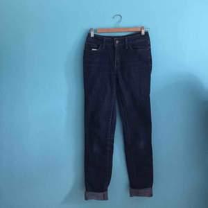 High Rise skinny Levis jeans köpta i New York. Mycket gott skick.