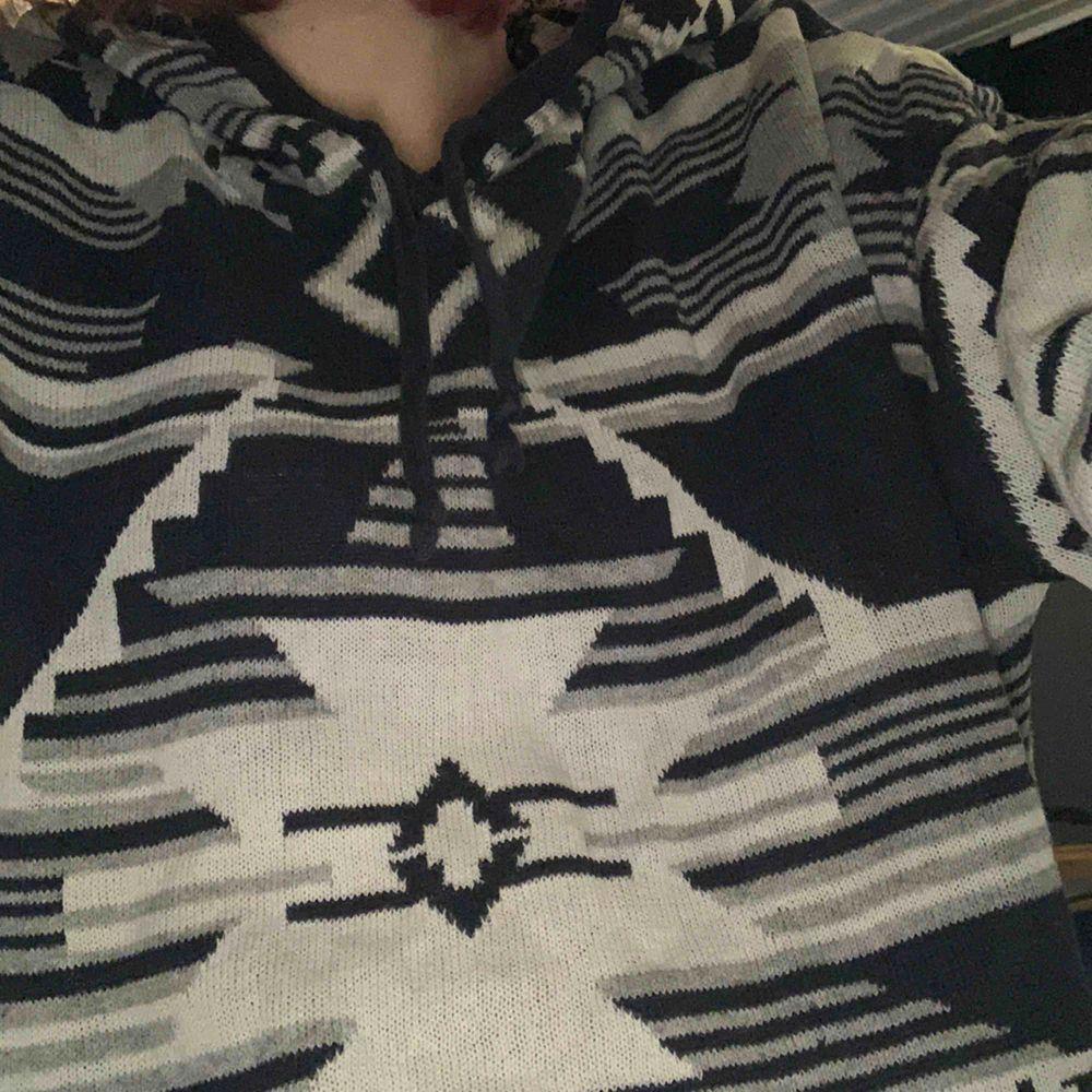 Luvtröja köpt på h&m. Köpare står för frakt.. Huvtröjor & Träningströjor.