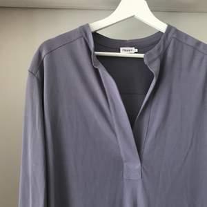 Perfekta basklänningen. Passar till alla tillfällen. Har tyngd så faller väldigt fint runt kroppen. Nypris 1700.