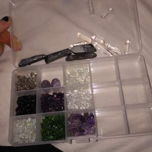 Nu har jag fått dessa kristallerna också. Ni kan beställa smycken från mig. Kolla min svarta bild i mitt feed, där förklarar jag lite mer.