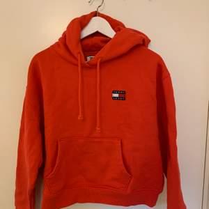 Supersnygg Tommy Jeans hoodie med damstorlek M