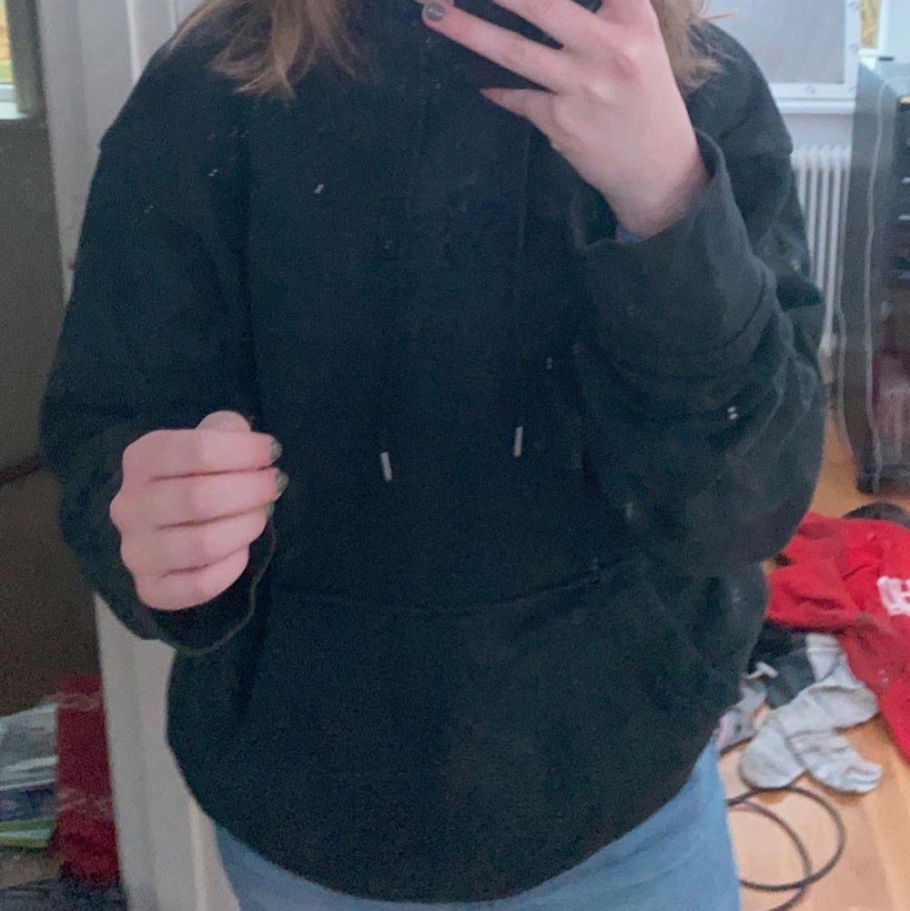 Snygg Levis hoodie,  bra skick. Jag har använt den några gånger. Priset är 250kr + frakt.. Huvtröjor & Träningströjor.