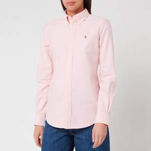 Rosa Oxford skjorta från Polo Ralph Lauren. Aldrig använd, nyskick. Storlek S. Nypriset ligger på 1195 kr. Budgivning i komentarsfältet. 💞 Köparen står för frakt!