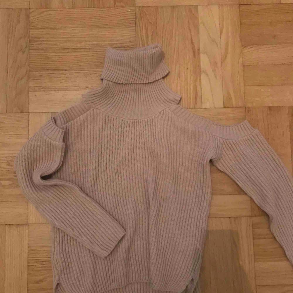 Aldrig använd beige stickad tröja från Missguided. Prislapp kvar! Frakt: 79kr🎈💌. Stickat.