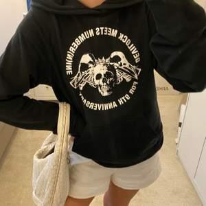 Svart Number nine Devilock hoodie i storlek 3 (som L skulle jag säga), köpt på Plug me Please, toppkvalitet och cond
