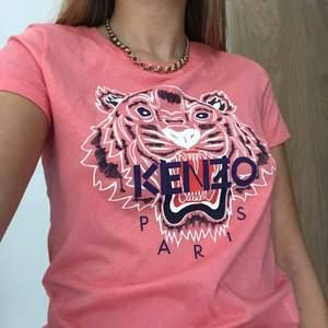 T-shirt från kenzo! Aldrig använt, helt nytt skick. Möts upp i Stockholm helst! *Äkta, köpt på kenzos hemsida
