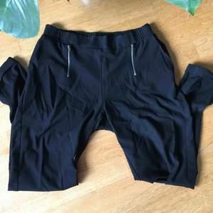 Svarta lösa byxor från Vero Moda st. S.