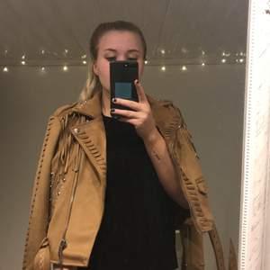 Beige/brun jacka från zara! Helt oanvänd! ❤️ köparen står för frakt!