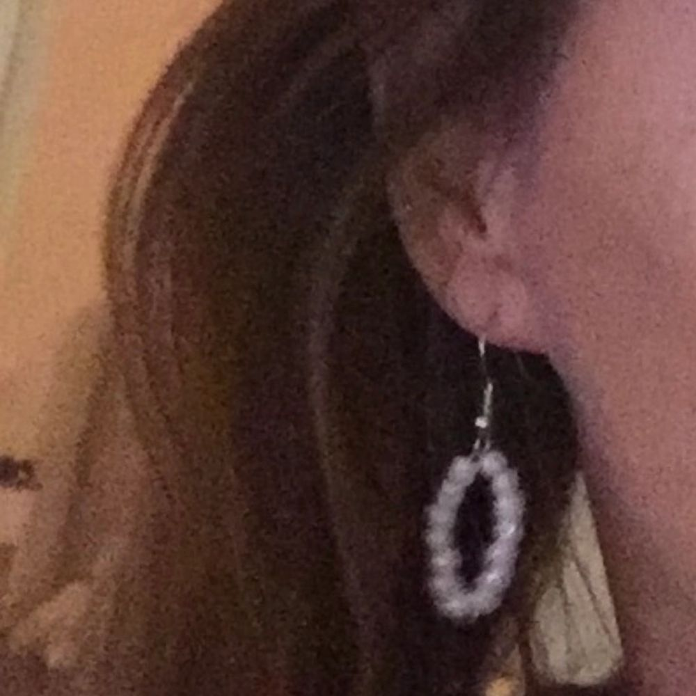 Fint pärlade hängande örhängen ✨ passar till alla outfits 😋😋 . Accessoarer.