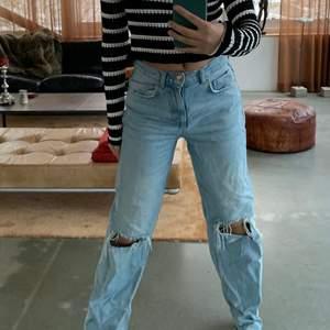 Populära jeans från Gina tricot som är avklippta men för långa för mig som är 165 så skulle passa uppåt.