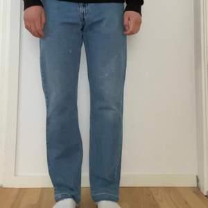 Säljer mina vintage Levis 505, mycket bra skick! Storlek 33/32, jag är 184 cm lång. Pris: 399kr