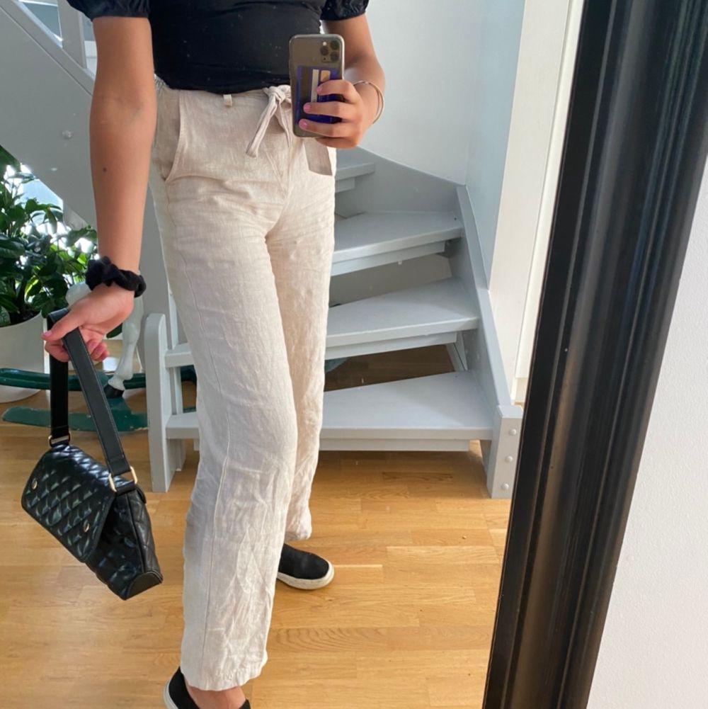 Snygga beige linne byxor . Jeans & Byxor.