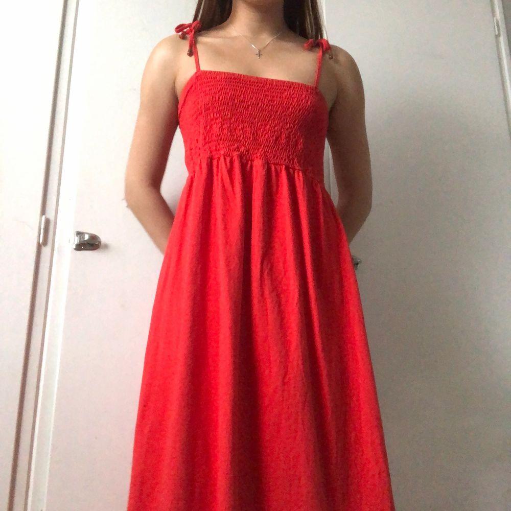 Söt röd klänning köpt i somras . Klänningar.