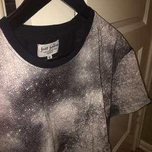 Oanvänd T-shirt från just junkies