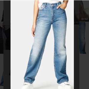 Säljer dessa supersnygga manfriend jeans ifrån Junkyyard i storlek 28 vilket motsvarar S-M beroende på vilken fit man vill ha, använda ca 2 ggr❤️