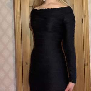 💗 Så fin klänning som ger kroppen former!