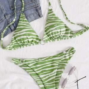 Bikini från SHEIN. Självklart testad med underkläder på! Den var tyvärr för liten för mig. Storlek M men den är som en S. Köpt för 130kr, säljes för 80kr + frakt