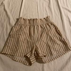 Ett par jätte fina shorts från Gina tricot. Jätte bra skick. Säljer pga lite användning av dom.
