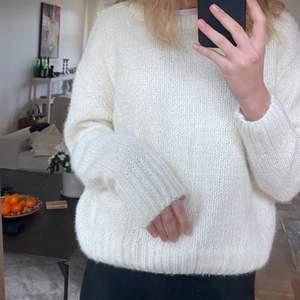 Så fin stickad tröja från primark i storlek XS, men skulle absolut säga att den passar S också! Frakt tillkommer:)