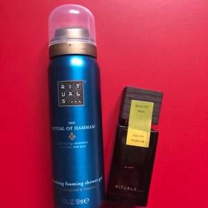 """Foaming shower gel i doft av """"hammam"""" 50ML, 50kr. Parfymen i doft av """"rose de Shiraz"""" 15ML 160kr. Köp båda för frakt av 66kr eller separat.✨ Kontakta eller skriv vid intresse✨"""