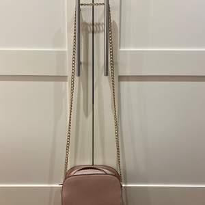 Fin rosa väska som passar perfekt till sommaren