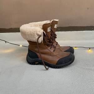 Säljer mina UGG's vinterskor som är super fina! Knappt använda och dom är i nyskick! Super sköna och varma❤️ Pris kan diskuteras:) köpta för: 2000kr