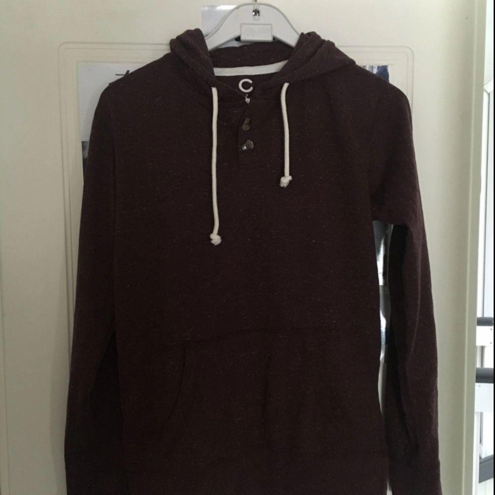 Vinröd tröja från Cubus. Oanvänd. Köpare står för frakt. Tröjor & Koftor.