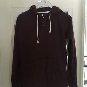 Vinröd tröja från Cubus. Oanvänd. Köpare står för frakt
