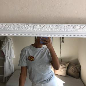 Jättefin T-shirt från santa Cruz! Använder inte riktigt längre💓