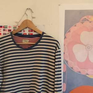 Jättemysig och fin blårandig tröja!!! Frakt ingår!