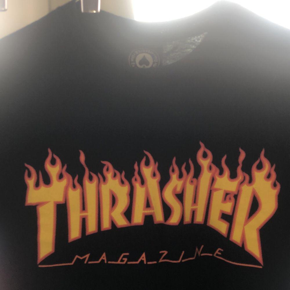 Svart T-shirt från Thrasher i storlek S                                                                         Fraktar eller möts upp i Stockholm City . T-shirts.
