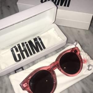 Sprillans nya CHIMI glasögon, köptes för 999kr. Säljs nu för 400kr. Endast testade. Plasten kvar på puts trasan. Finns i Stockholm.