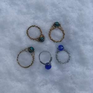 Fina handgjorda ringar!! En för 20kr tre för 45kr! Kan göra alla möjliga storlekar och med andra färger/pärlor:)