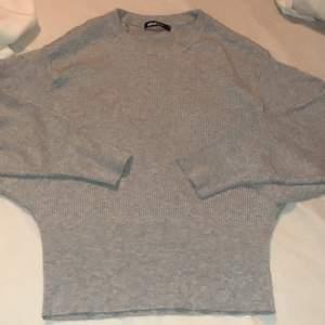 """Stickad tröja från Gina Tricot som jag aldrig har använt. """"Ballongärmar"""""""