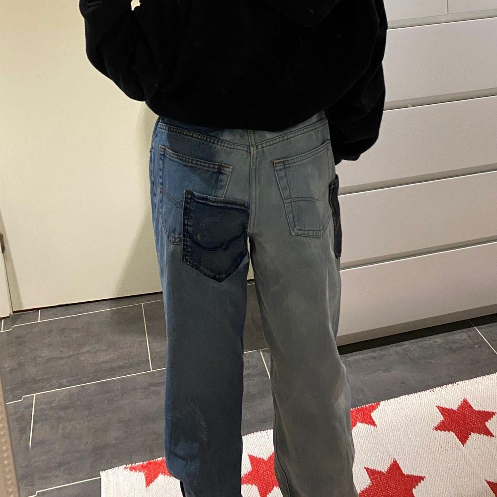 jeans med fickor och olika nyanser, thriftade jeans som gjorts om jag är 164cm och vanligtvis en S i byxor . Jeans & Byxor.
