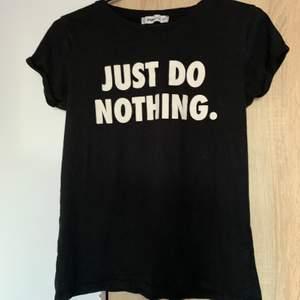 En svart t-shirt från New yorker i strl xs. Skriv vid frågor/fler bilder:)  Köpare står för fraktkostnad♥️