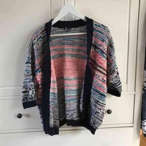 Säljer en av mina favorittröjor pga av aldrig använder. Köpt på Urban Outfitters i London. Köparen står för frakt, kan även mötas i Helsingborg.