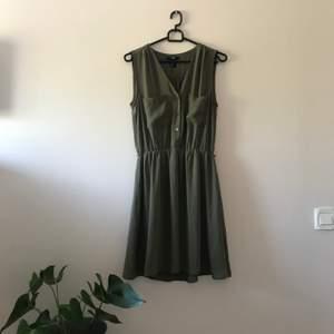 Klänning från H&M, använd 2 gånger. Priset är inkl frakt