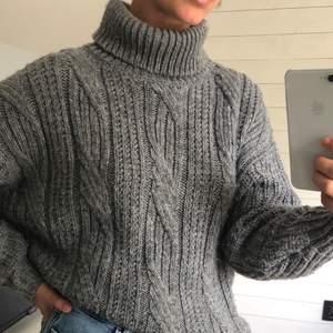 Superfin stickad tröja från Monki, sparsamt använd