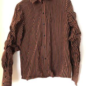 Skjorta från Soaked in Luxury i strl M. Fint skick 🌼