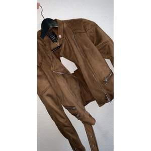 A lovely spring jacket that has a nice brown color that can go to any kind of sweater inside.  Not used before and comes with price tag