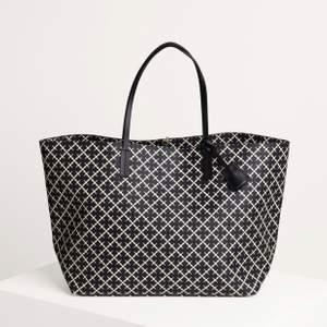 Intressekoll på min malene Birger väska, köptes på Nk i Stockholm för 2599kr i höstas. Sparsamt använd och är i väldigt bra skick. Lägg gärna ett bud 💓