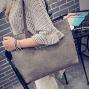 Superfin helt ny grå väska. Praktisk med plats för laptop. 😍